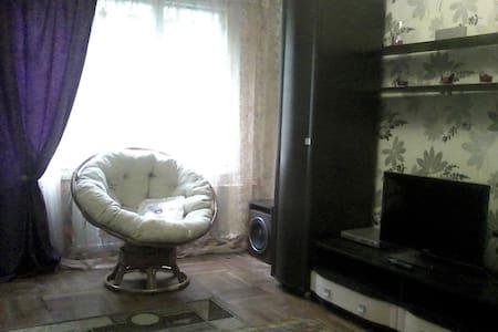 Просторная комната с удобной кроватью - Sankt-Peterburg - Lejlighed