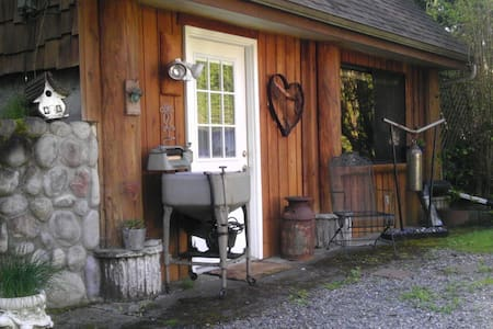 Country Serenity close to town! - Kabin