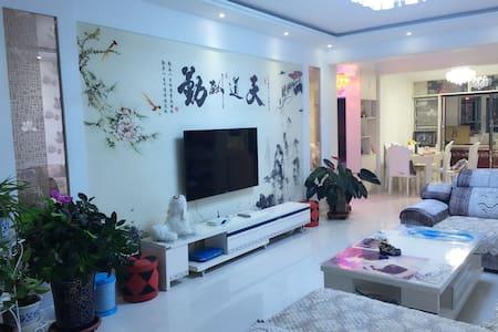 额济纳旗精装家庭公寓(大床房) - Wohnung