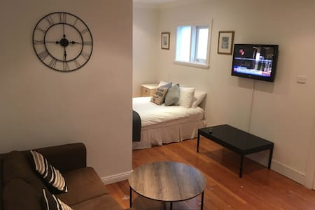 Studio 363 with Kitchenette - Bondi Junction
