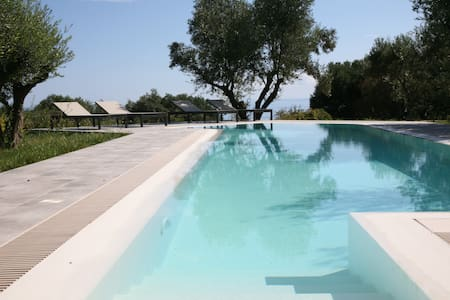 Top of the range sea view villa with overflow pool - Spartia