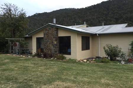 Mesley Manor - Family Room - Omeo - Bed & Breakfast