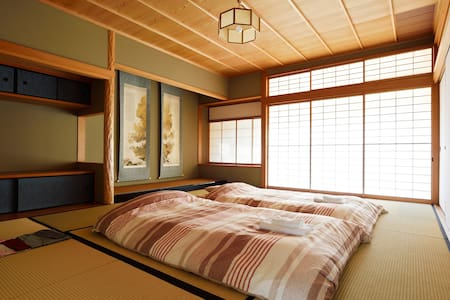 #8 Tatami 2-4 Adults Room(2 stations to KIX) - Bed & Breakfast