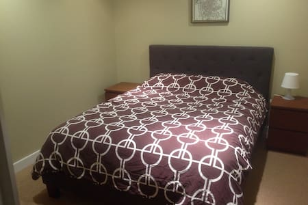 Comfortable Room on Bow River, close to hospitals - Sorház