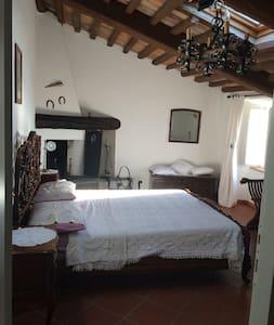 Camera doppia con bagno privato al mare in Toscana - House