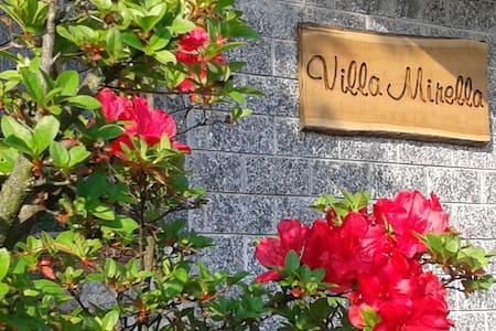 Villa Mirella, a un passo da Como - Casnate Con Bernate - Bed & Breakfast