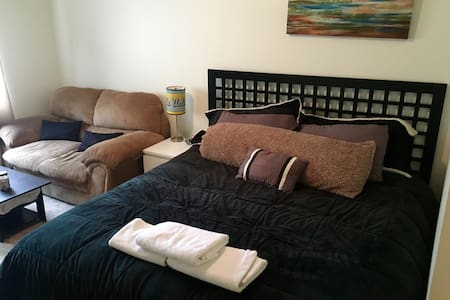Master King bed private bathroom, LAX adj - Los Angeles - Apartment