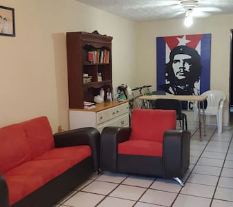 Super casa para estudiantes o viaje - León, Guanajuato, MX - House