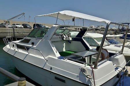 Boat for 5 persons docked at the port. - Marina San Miguel, San Miguel de Abona - Boot