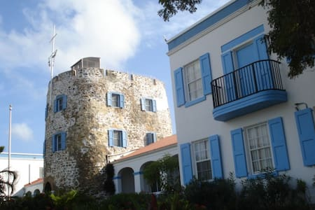 Bluebeards Castle St Thomas USVI Studio~Sleeps 4 - Társasház