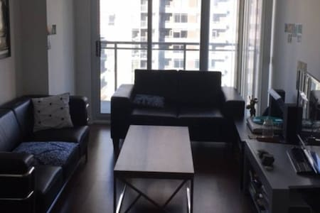 Fresh and crisp, suited for convenience downtown - Toronto - Condominio