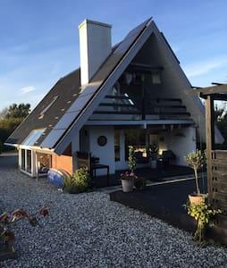 Et chillhouse tæt på vand og by - Odder - Huis