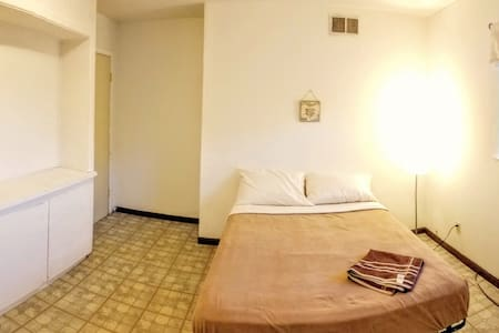 NEW!! Cozy room w/ Free WIFI #8 - Stockton - Ház