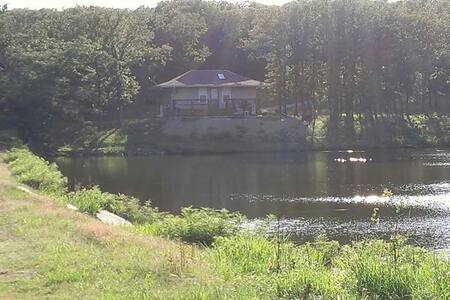 Private cottage on small lake. - Ochelata - Cabana