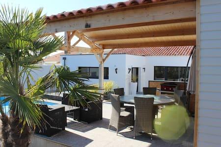 Villa les Îlots, à 2 pas de la mer - Rumah