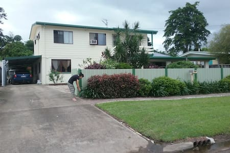 Cozy affordable home 7km to CBD - Bed & Breakfast