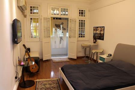 Huaihai Rd bedroom near Xintiandi - Apartment