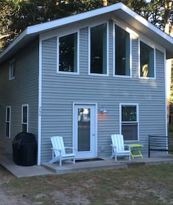 Charming Lake Cottage - Houghton Lake - Faház