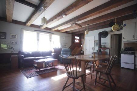 1830 Schoolhouse - Rumah