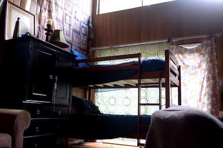 Top Bunk in Fred's Room - Memphis - Bed & Breakfast