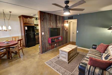 Southwest Serenity, Wild West charm - Mesa - Apartment