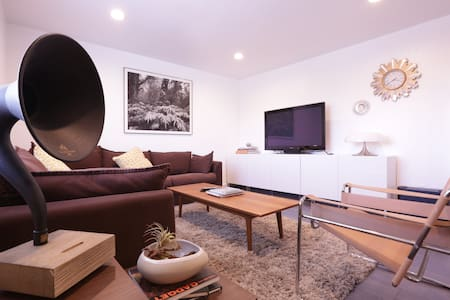 Newly Remodeled Modern Room with Breeze - 아파트