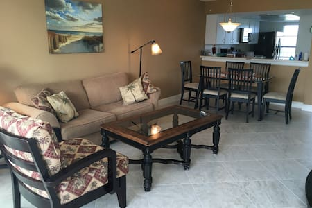 Private Beach Vacation Condo - Marco Island - Lejlighedskompleks
