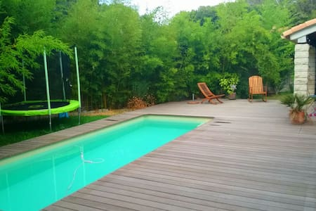 "The ""Orange Room"" AirBnb with swimming pool ! - House"