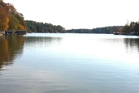 Lake Cherokee Lake Front Cottage - Tamassee