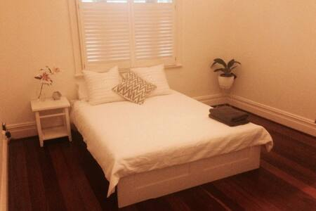 Gorgeous private room in Subiaco!