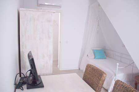 Room in a charming little house - Sa Vileta-Son Rapinya - House