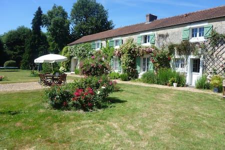 Guesthouse near Paris - Les Essarts-le-Roi - Huis