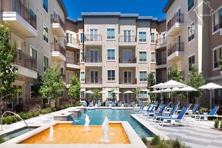 Spacious One Bedroom & Bath in Las Colinas, TX - アービング