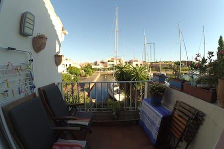studio cabine mezzanine sur ile des marinas - Flat
