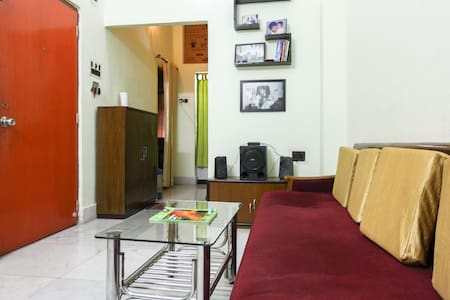 Pocket Friendly Cozy Room  |WiFi| - Apartment