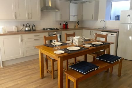 Contemporary apartment, short walk to Sandbanks - Apartemen