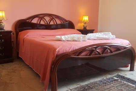 Casa Vacanze Una Vela in Centro stanza Rosa - Marsala - Apartment