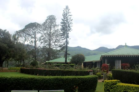 106 Year old Royal British bungalow - Munnar