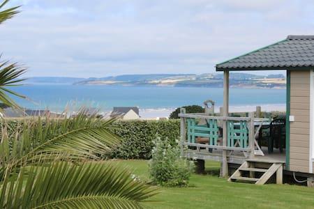 bungalow avec vue panoramique - Plomodiern