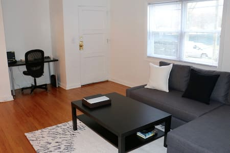Modern apartment minutes from New York City - Teaneck