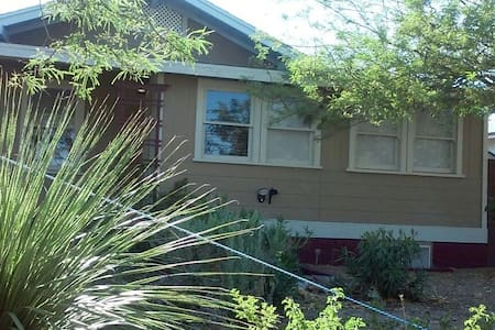 Cozy and Quiet Bungalow in Quaint Downtown Boulder - Boulder City