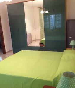 Appartamento luminoso e arredato - Apartment