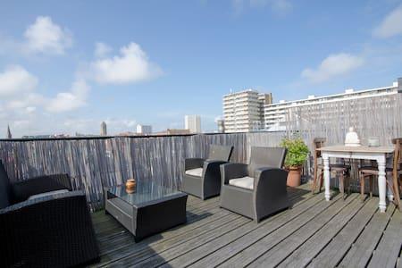 STYLISH MODERN CITY APARTMENT ACROSS TRAINSTATION - Zandvoort - Apartment