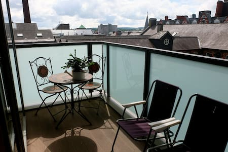 Great views, location, and space - Apartment