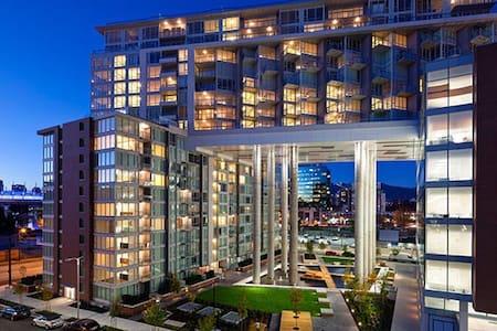 Location Location Location!! - Vancouver - Appartamento