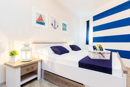 Aquarius Apartment with Pool View - Srima