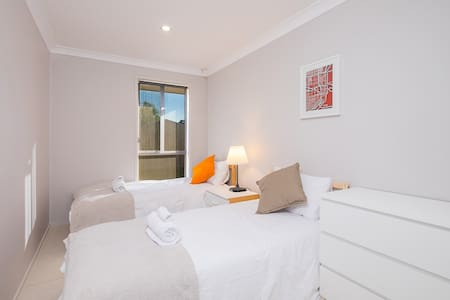 No.3 Delicate Twin Bedroom With Shared Bathroom - Bankstown