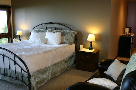 Luxury Honeymoon Suite by Olympic National Park - House