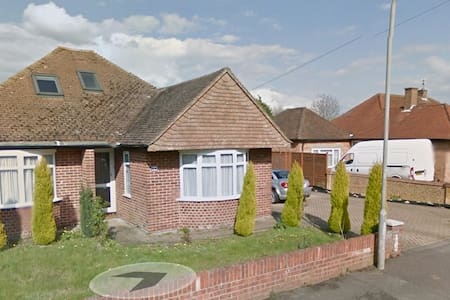 3 bedroom house with garden and large common areas - High Wycombe - Huis