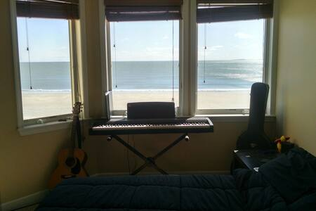 Ocean View Master Bedroom w/ Bath - Revere - Byt